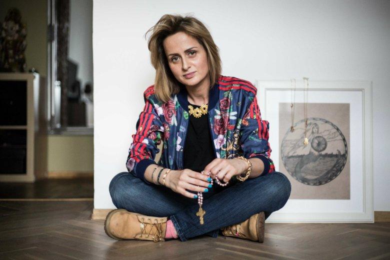Projektantka biżuterii Anka Krystyniak w swoim mieszkaniu na warszawskim Grochowie