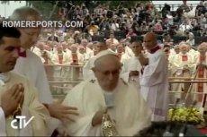 Upadek papieża zarejestrowały kamery.