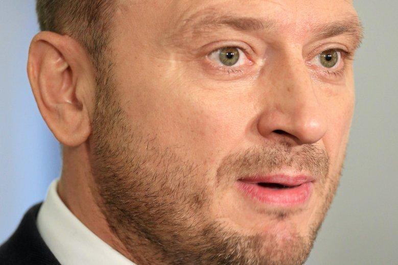 Sławomir Nitras złożył pozew przeciwko Markowi Kuchcińskiego domaga się od marszałka Sejmu dziesiątek tysięcy złotych.