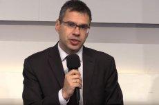 Michał Karnowski uważa, że próby repolonizacji mediów mogą się skończyć przymusowym Polexitem. Zamiast tego proponuje zrobić porządek z domami mediowymi.
