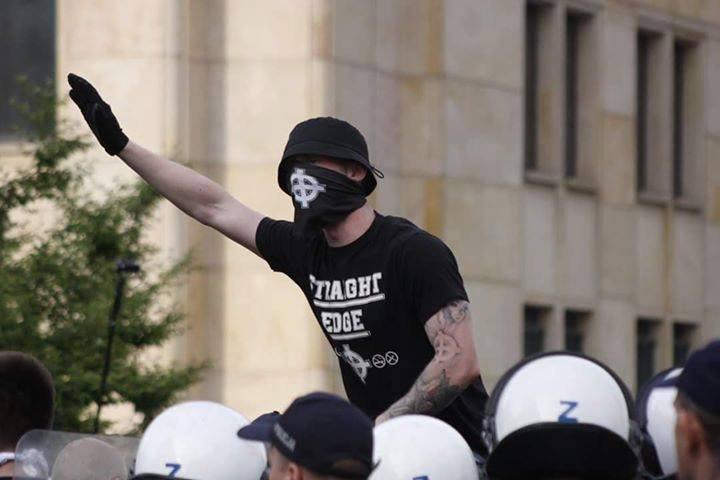 """Krzyż celtycki i napis """"Straight edge""""? Przedstawiciel skrajnej prawicy nie do końca rozumieją na czym polega ten ruch"""