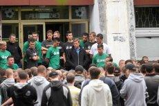 Kibice z Katowic wyrażają swoje niezadowolenie z kupienia Polonii.