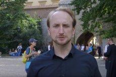 Krzysztof Wójtowicz zapytał mieszkańców Krakowa o cyfry arabskie w szkołach.