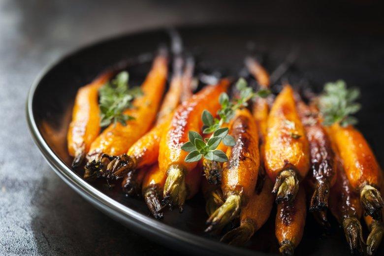 Pieczone warzywa korzeniowe będą doskonałym dodatkiem do mięs i alternatywą dla wegetarian.