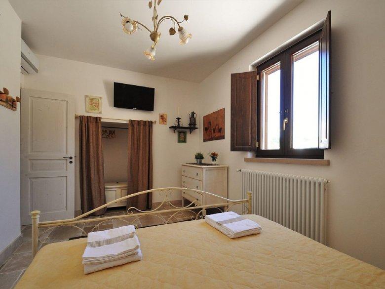 A gdyby tak wewnętrzne okiennice przenieść do polskiego mieszkania? Skoro sprawdzają się w zabytkowym budynku...