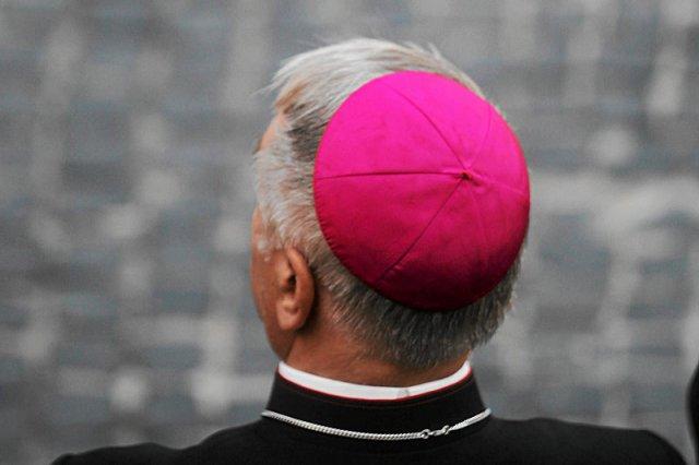 Prawica twierdzi, że prymas Polski abp Józef Kowalczyk odwrócił się od prawdziwej wiary dla sojuszu ołtarza i tronu.