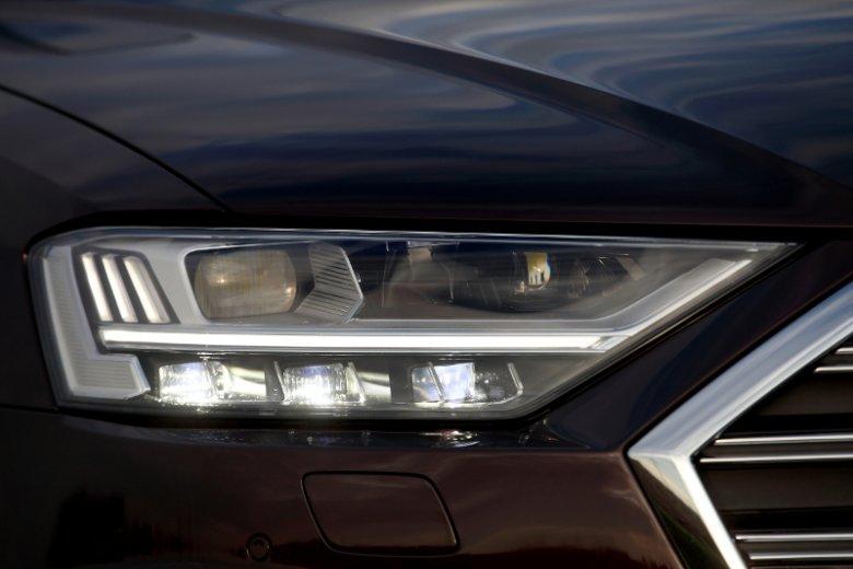 Reflektory w technologii HD Matrix LED mogą oświetlić drogą nawet do 600 metrów.