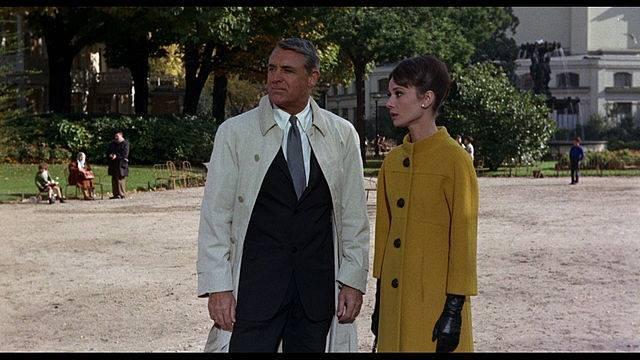 """Audrey w filmie """"Szarada""""."""