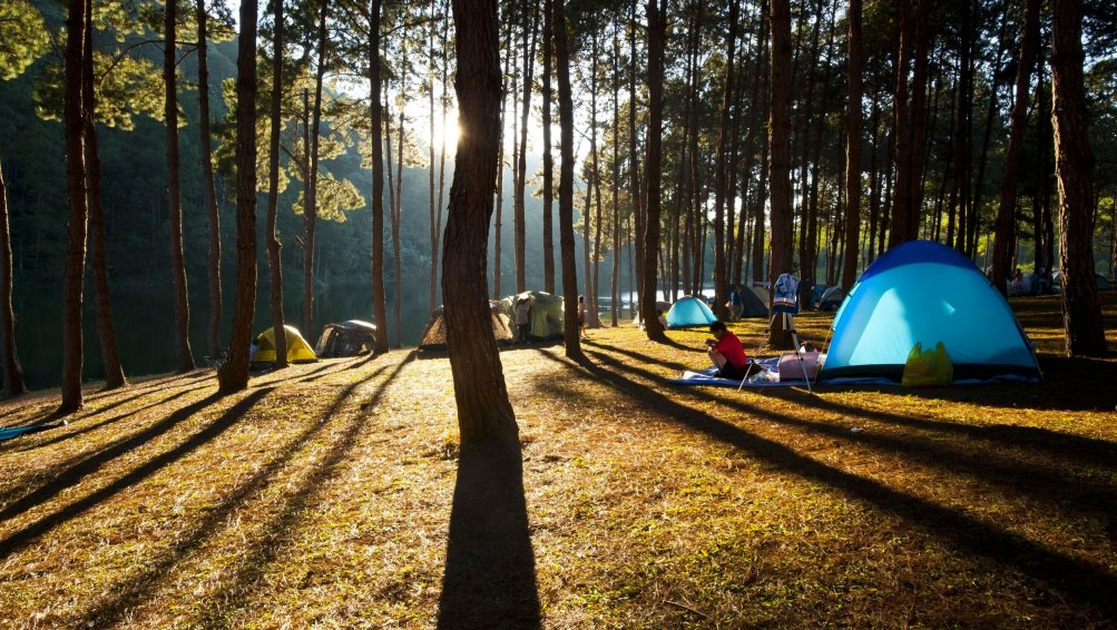 16 gadżetów, dzięki którym pole namiotowe stanie się twoim