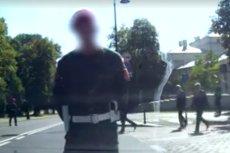 To już apogeum arogancji władzy! Żandarmeria zatrzymuje ruch samochodów, żeby Antoni Macierewicz przeszedł przez ulicę