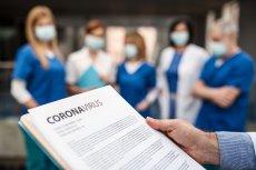 Naukowcom udało się ustalić, że koronavirus SARS-CoV-2 może przenosić się poprzez kał. Osoby, które nie myją rąk po załatwieniu się mogą łatwiej rozprzestrzenić wirusa na innych.
