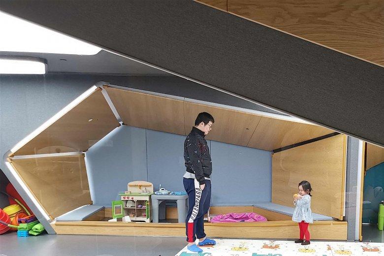 Przedszkola w Pekinie są ekstremalnie drogie. W tym salonie klient może pobawić się z dzieckiem lub zostawić je pod fachową opieką