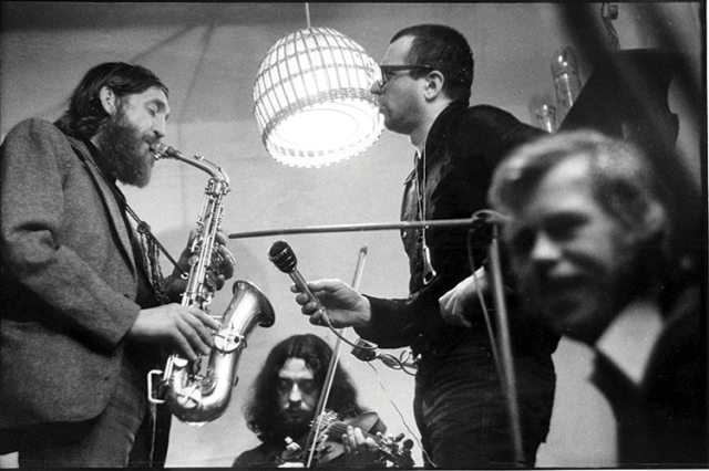 Plastic People i Havel w październiku 1977, w czasie jednego z festiwali kultury niezależnej. Hradczek
