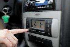 Zostawienie auta z włączoną klimatyzacją może zakończyć się mandatem.