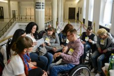 Rodzice osób niepełnosprawnych protestują w Sejmie.