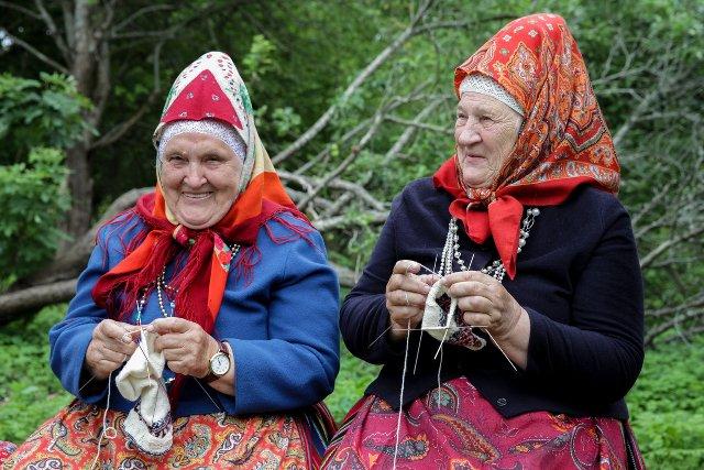 Kobiety z Kihnu noszą tradycyjne stroje, również na co dzień.