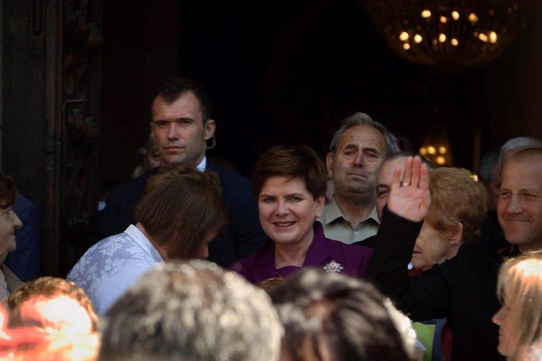 Premier Szydło po święceniach syna Tymoteusza w bielskiej katedrze.