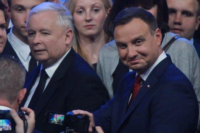 Wróżka i astrolog przepowiadali, co czeka Polskę w 2017 roku. Sprawdzamy, co się spełniło.