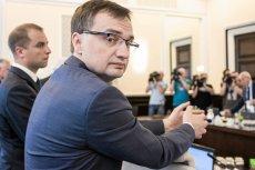"""Oto dowód na """"dobrą zmianę"""" pod rządami Ziobry. W kilku sądach pracownicy dostali do podpisu nowy kodeks etyki."""