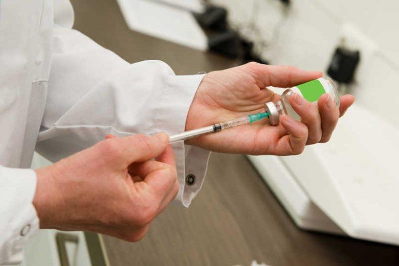 Dwie szczepionki wycofane z obrotu mogły trafić do Waszych dzieci: Euvax B i Tripacel.
