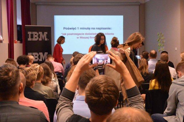 Polski oddział IAB stworzył DIMAQ, narzędzie weryfikacji kompetencji e-marketingowych. Na zdjęciu Internet Week.