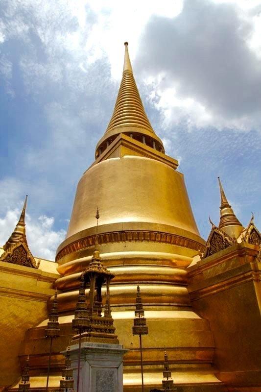 Phra Si Rattana - Złota Chedi. Bangkok/ Tajlandia