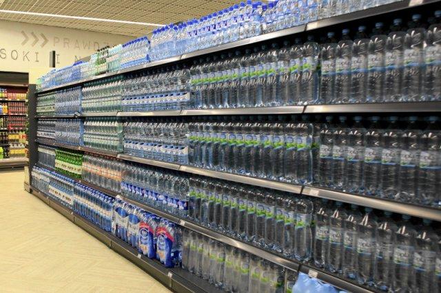 Coraz bliżej wyjaśnienia sprawy wody Żywiec Zdrój, która poparzyła przełyk 31-latka. Już wiemy, co było w butelce