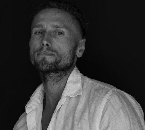 Artur Ligęska, w maju wrócił z Dubaju, gdzie spędził 13 miesięcy w wiezieniu niesłusznie oskarżony o posiadanie narkotyków. Skazany na dożywocie