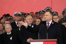 Andrzej Duda nie powitał Donalda Tuska podczas uroczystości na pl. Piłsudskiego.