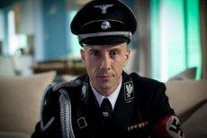 """Adam """"Nergal"""" Darski w filmie """"AmbaSSada"""" wciela się w rolę ministra spraw zagranicznych III Rzeszy Joachima von Ribbentropa"""