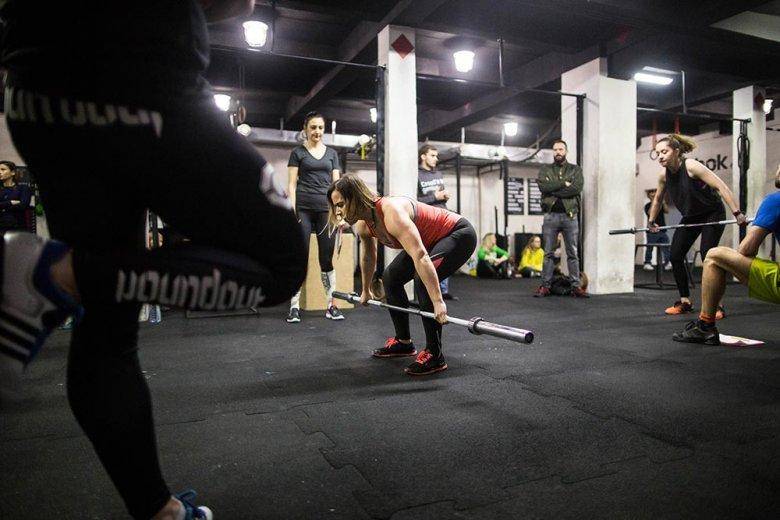 Kasia ze sztangą 15kg podczas rwania. Zrobiła 120 powtórzeń. Świetny wynik!