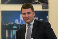 Bartłomiej Misiewicz zajrzał na Twittera po wyjściu na wolność. Skierował apel, by podawać jego pełne dane.