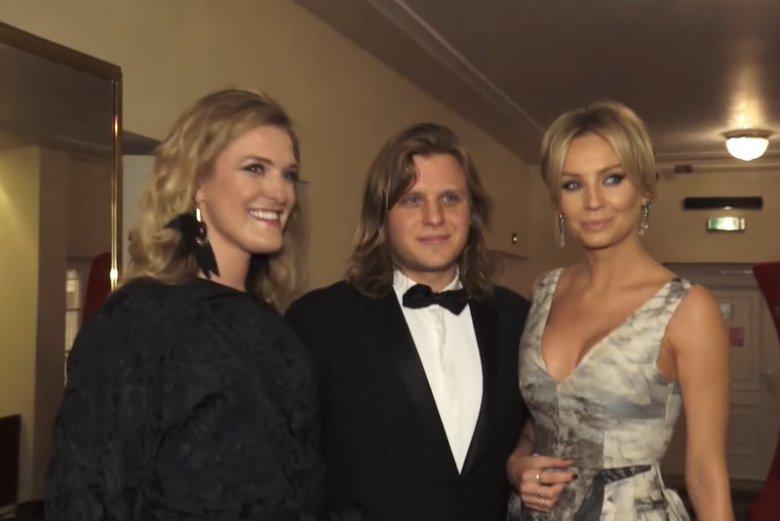 Piotr Woźniak-Starak z siostrą Julią i żoną Agnieszką.