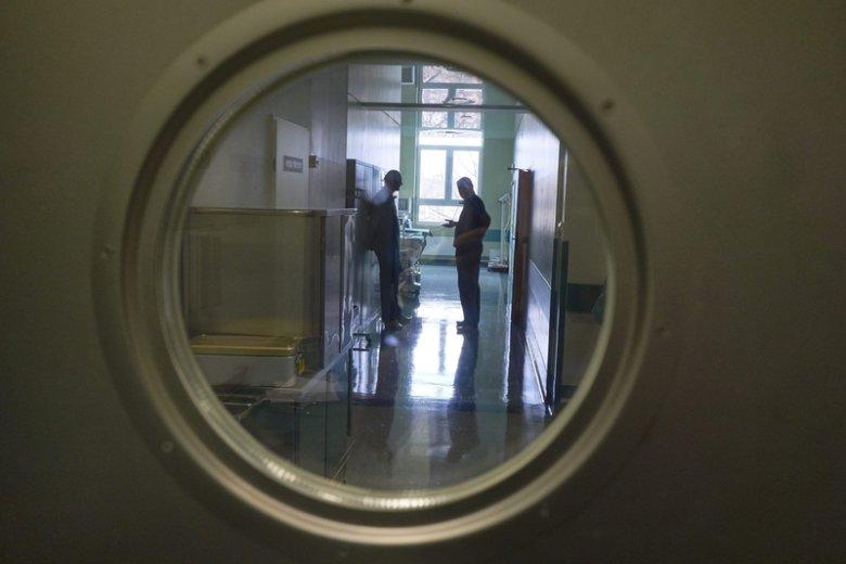 Konin: zmarła kobieta, w której ciele zaszyto narzędzie. Zawieszono lekarza.