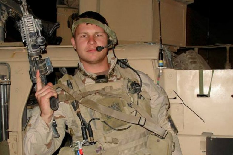 Kevin Lacz jest weteranem stoczonej w 2006 roku Bitwy o Ramadi, jednej z kluczowych kampanii Wojny w Iraku