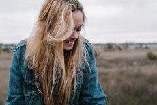 Kurtka jeansowa idealnie sprawdzi się w wiosennych stylizacjach
