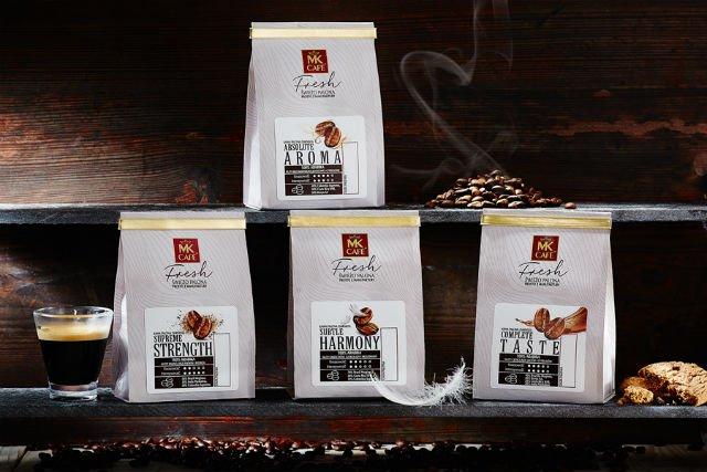 Zestaw kaw ziarnistych MK Cafe Blends zawiera cztery opakowania kawy o różnej intensywności smaku i aromatu.