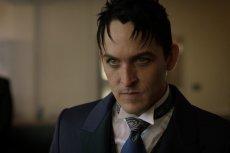Oswald Cobblepot, czyli Pingwin to postrach serialowego miasta Batmana.