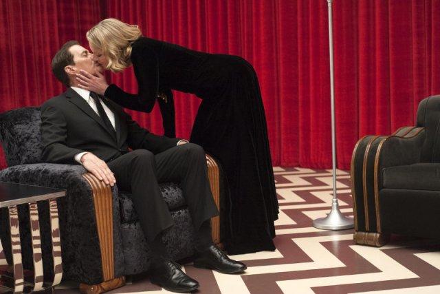 """Klimat nowego """"Twin Peaks"""" jest nieco inny niż pierwszych dwóch sezonów - Lynch nie szczędzi widzom dosadnych, groteskowych scen."""