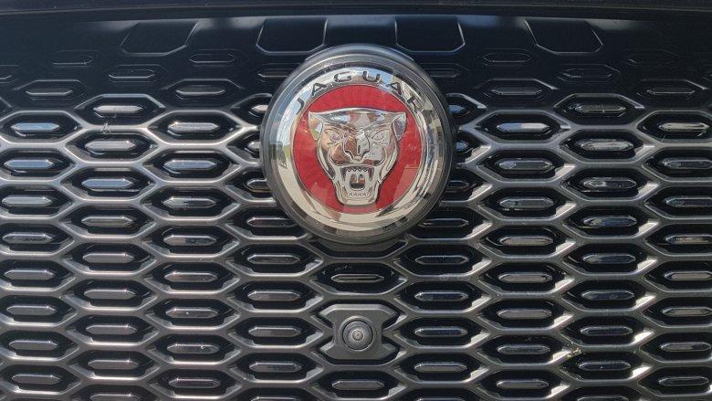 Kolejny jaguar szczerzy zęby na grillu. Tylko po co atrapa chłodnicy w samochodzie elektrycznym?