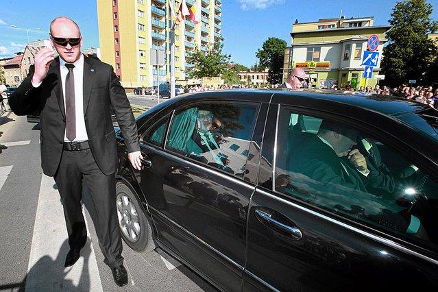 Były pracownik BOR wyjaśnia, jak to możliwe, że opona w samochodzie prezydenta po prostu pękła