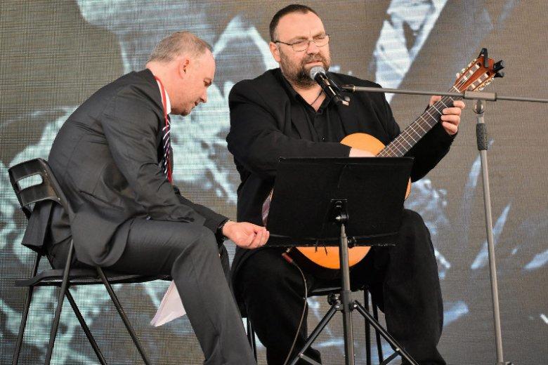 Prawicowy bard Paweł Piekarczyk odda odznaczenie przyznane mu przez Andrzeja Dudę. To protest przeciwko dymisji Antoniego Macierewicza.