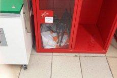 Nagannie zachował się jeden z klientów w hipermarkecie Auchan. Zostawił psa w schowku depozytowym.