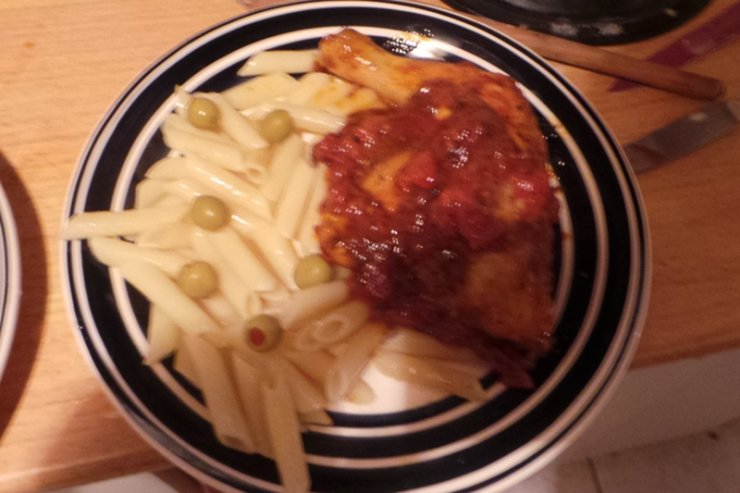 Kurczak w sosie z wina musującego i pomidorów