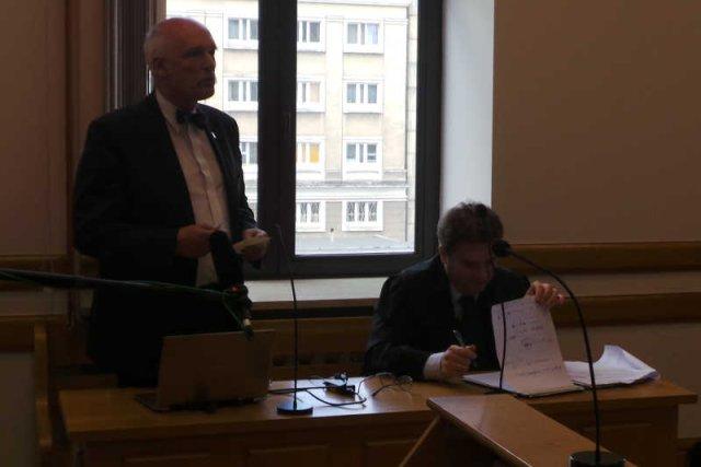 Janusz Korwin-Mikke przegrał proces z Donaldem Tuskiem i PO.
