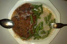Jedzenie na lotniskach potrafi być paskudnej jakości i paskudnie drogie. Zdjęcie jest tylko ilustracją.