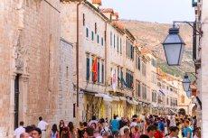 Dubrownik latem tonie w tłumie turystów z całego świata.