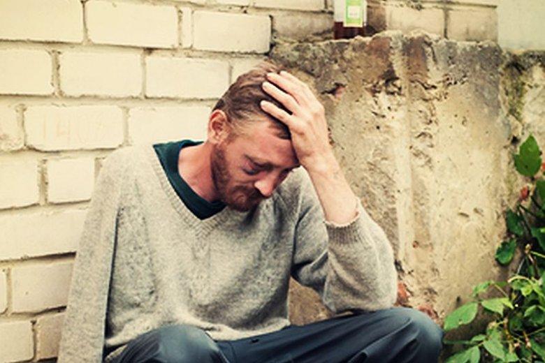 W Holandii bezdomnych alkoholików za pracę wynagradza się alkoholem.