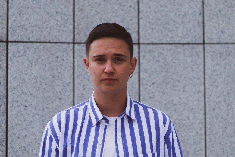 Anton Ambroziak jest dziennikarzem portalu OKO.press i współpracuje z Fundacją Trans-Fuzja.