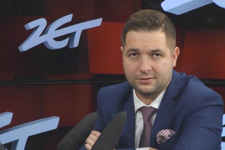 Patryk Jaki nie wykluczył, że będzie się ubiegał o stanowiska prezydenta warszawy, ale jednocześnie zaznaczył ,że jest młodszy od Karczewskiego i może jeszcze trochę poczekać .